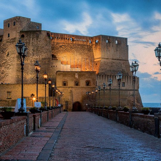 https://mediterraneolatino.it/wp-content/uploads/2015/12/castel-dell-ovo-napoli-540x540.jpg