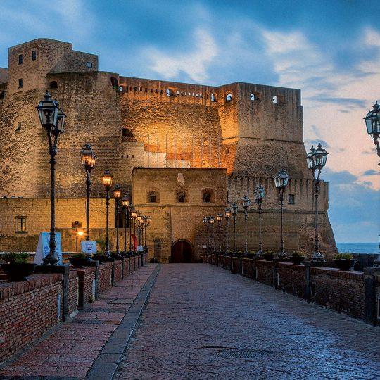 http://mediterraneolatino.it/wp-content/uploads/2015/12/castel-dell-ovo-napoli-540x540.jpg