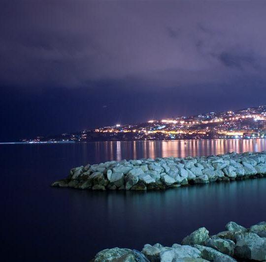 http://mediterraneolatino.it/wp-content/uploads/2015/12/napoli2-540x533.jpg